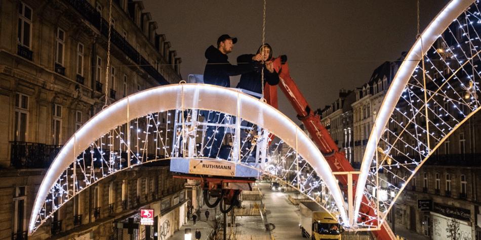 Installation des illuminations de Noël à Bruxelles